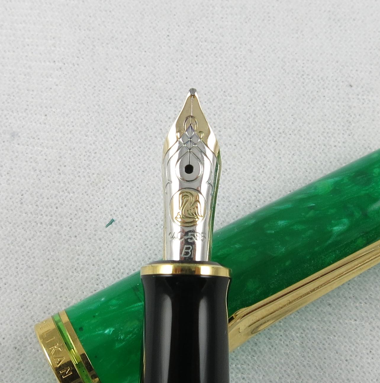 Pelikan Souveran M600 Limited Edition in Vibrant Green (SB595)