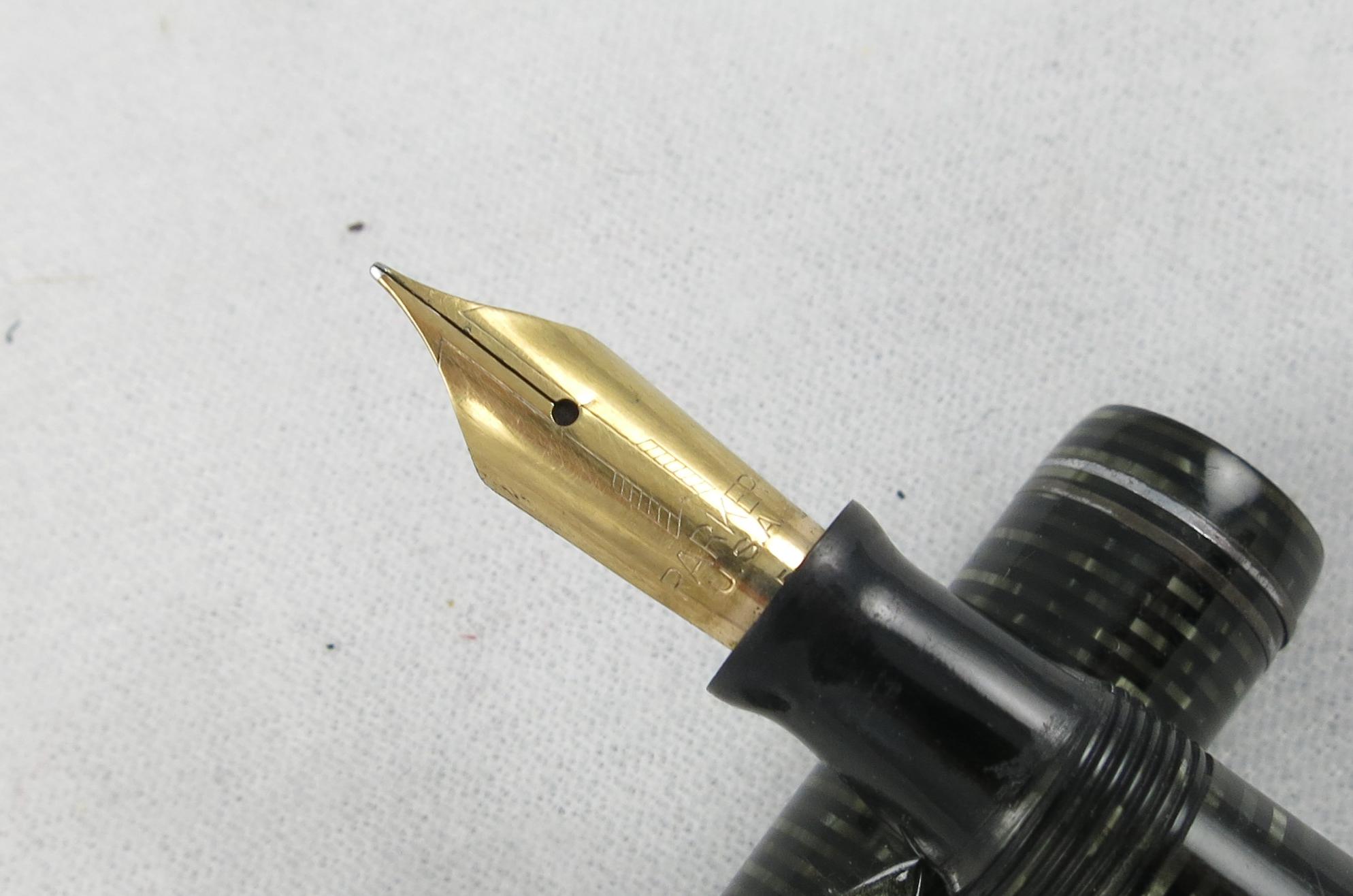 Parker Vacumatic - Silver Pearl, two-band cap - 1945 (Pen 2189)