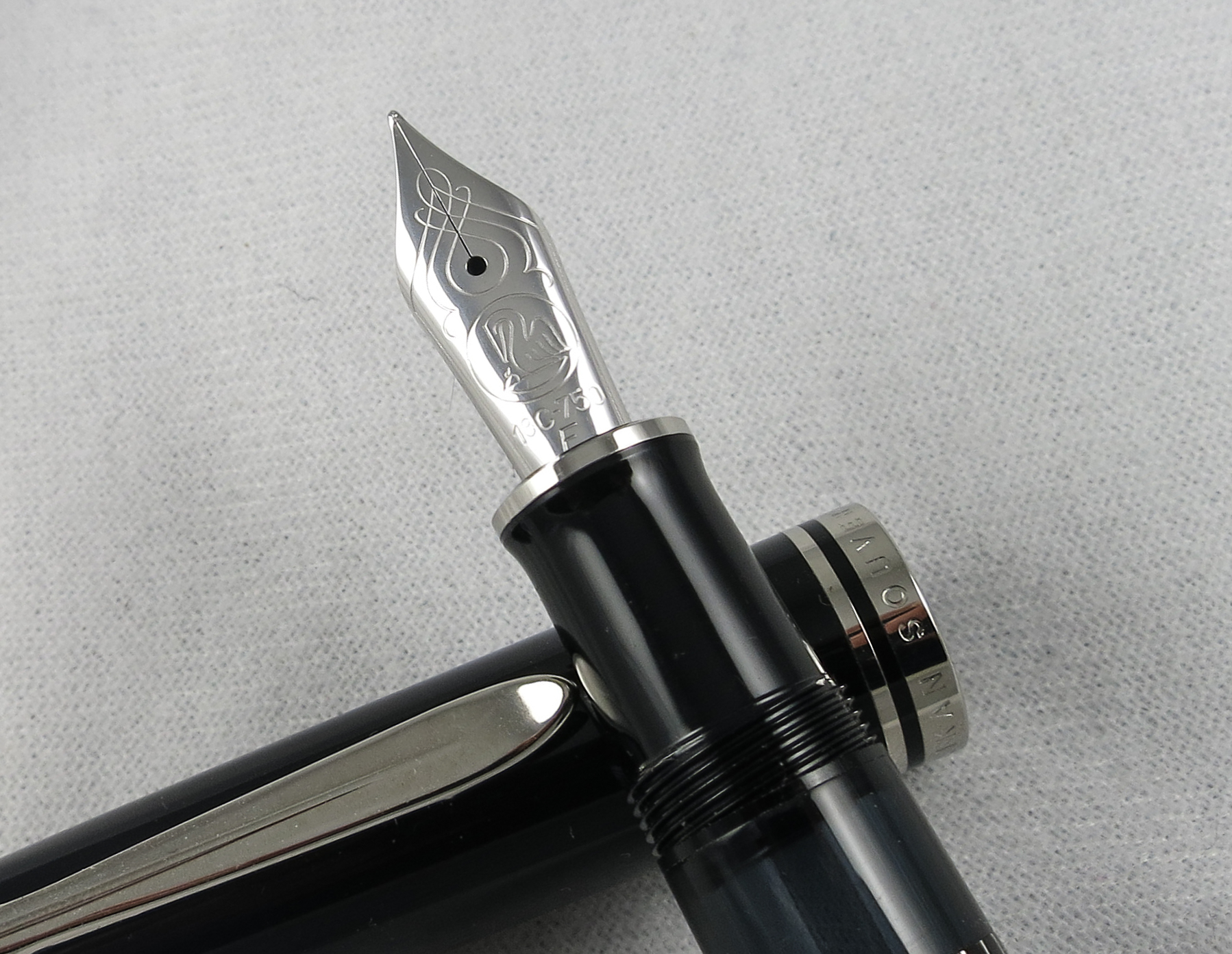 "Pelikan M815 ""Metal Striped"" Limited Edition (Pen 2205)"