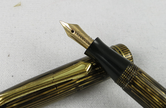 No-Name Button Filler - gold striated (SB532)
