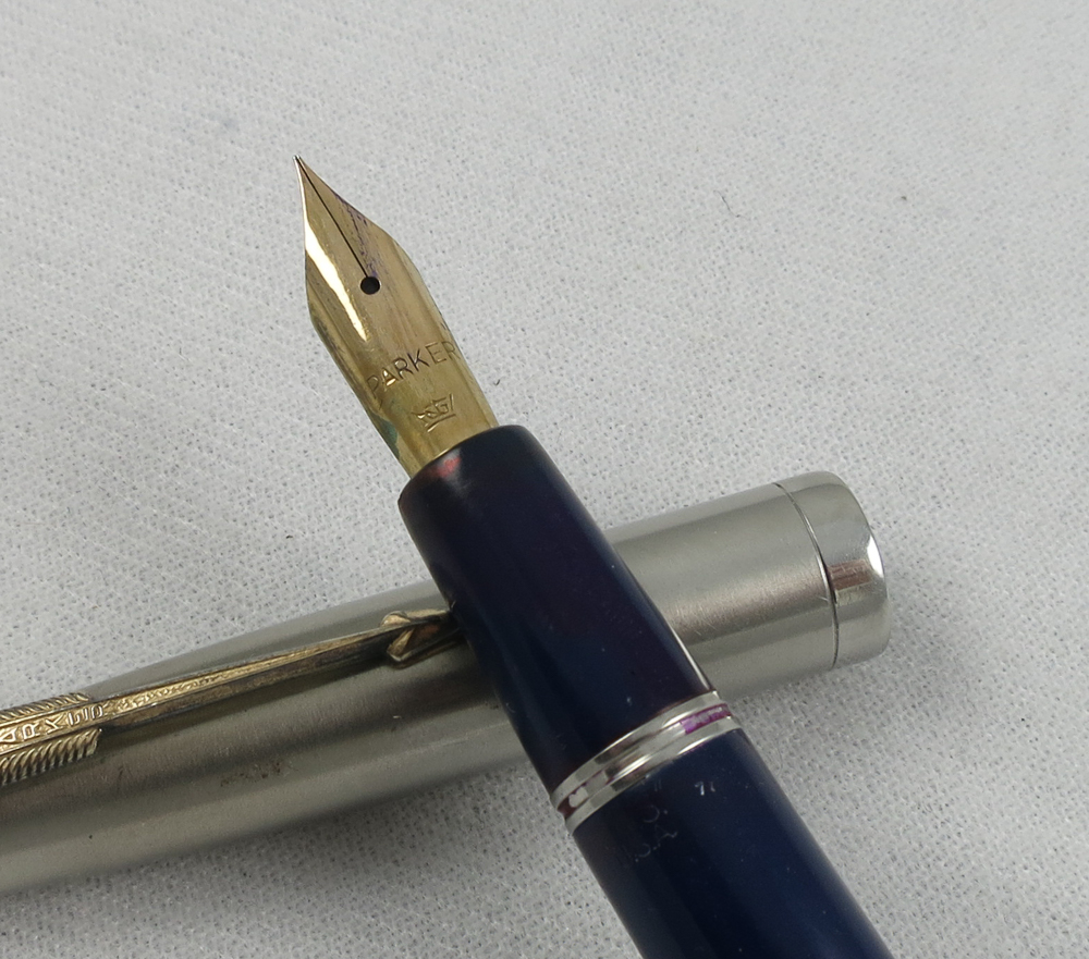 Parker VS - Dark Blue/Lustralloy Cap - Blue Diamond (SB588)