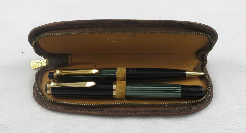 Pelikan 400 Green Striped Set in a Leather case (SB 610)
